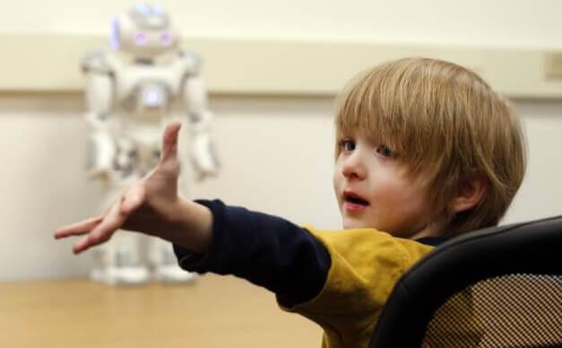 Interação entre robôs e crianças com autismo