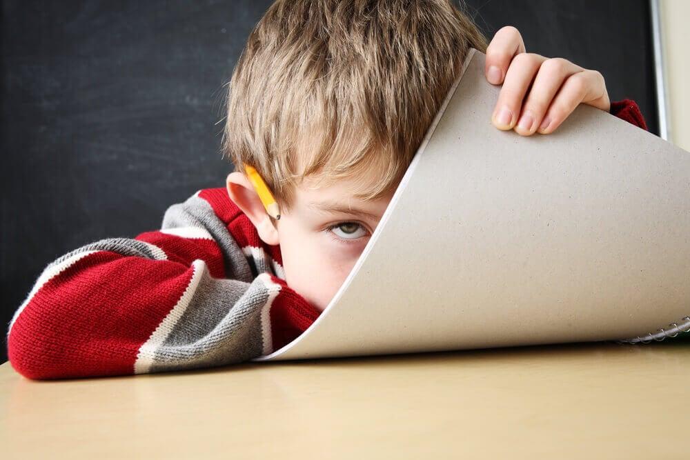 Criança com déficit de atenção