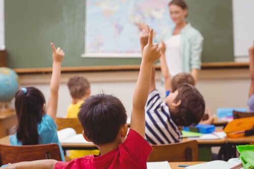 Crianças tendo aula