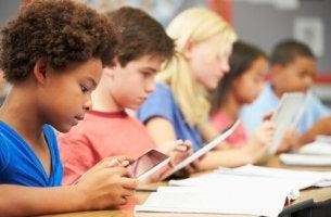 Jerome Bruner: 9 postulados para melhorar a educação