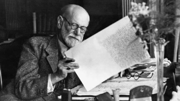 Sigmund Freud trabalhando