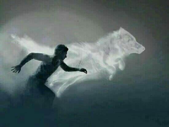Homem correndo com sombra de lobo