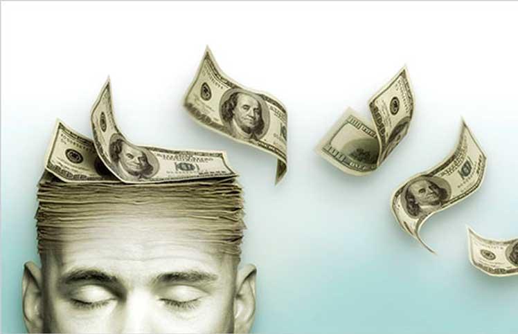 Notas de dinheiro voando da cabeça de homem