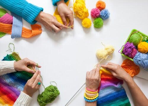 Fazer tricô com as amigas
