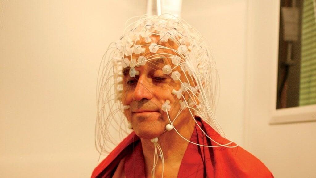 Matthieu Ricard fazendo experimento