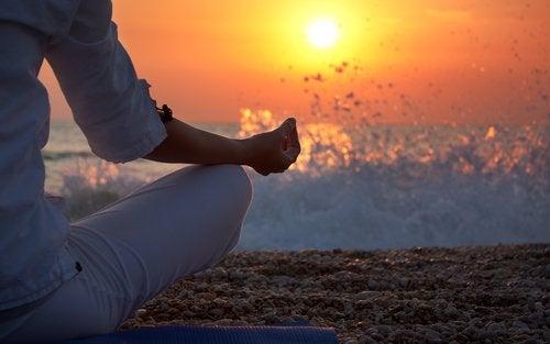 Meditar na praia