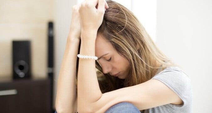 Mulher que sofre de fadiga crônica