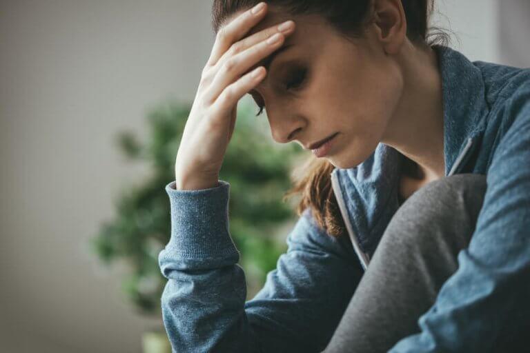 Mulher cansada e estressada