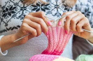 Benefícios emocionais de fazer tricô