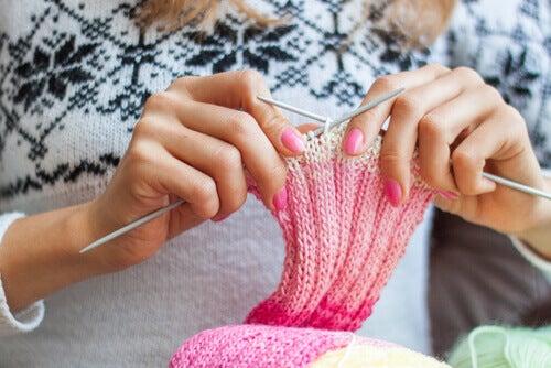 5 benefícios emocionais de fazer tricô