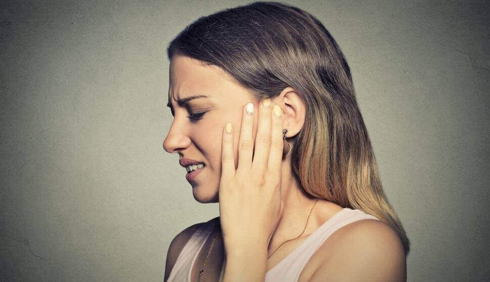 Mulher afetada pela misofonia