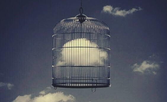 Nuvem presa dentro de gaiola