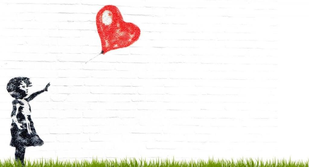 Desenho de criança com balão de coração