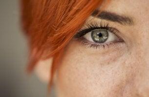 Como ler as emoções nos olhos de outra pessoa