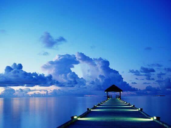 Sol azul e céu azul