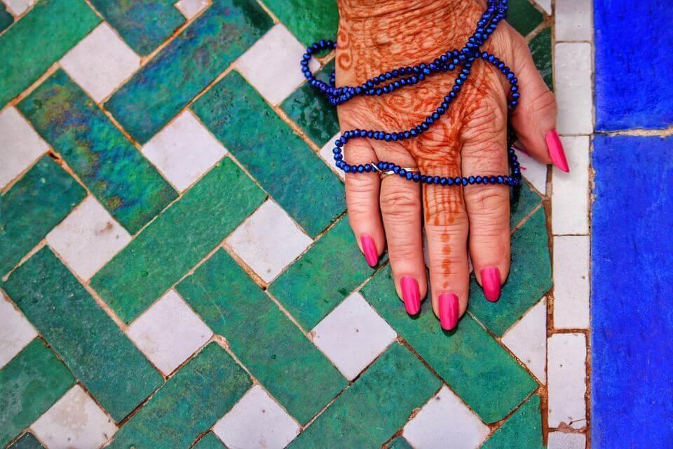 Mão pintada com henna