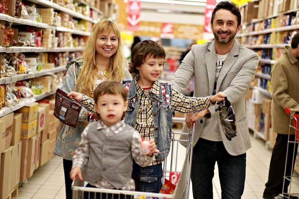 Família em um supermercado