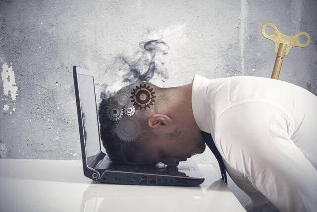 5 sinais que indicam que você está esgotado no trabalho