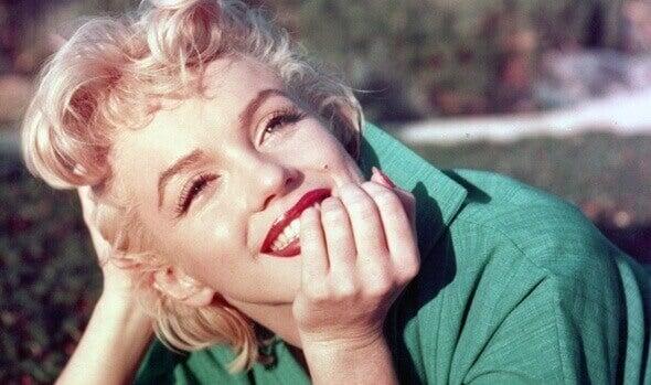 Marilyn Monroe sorrindo