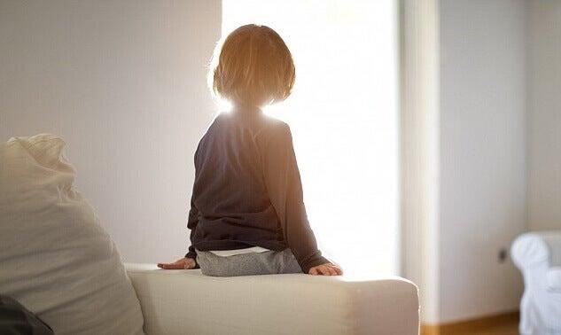 Criança sozinha