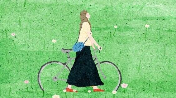 Mulher refletindo com sua bicicleta