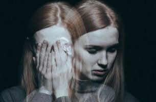 Mulher com transtorno psicótico breve