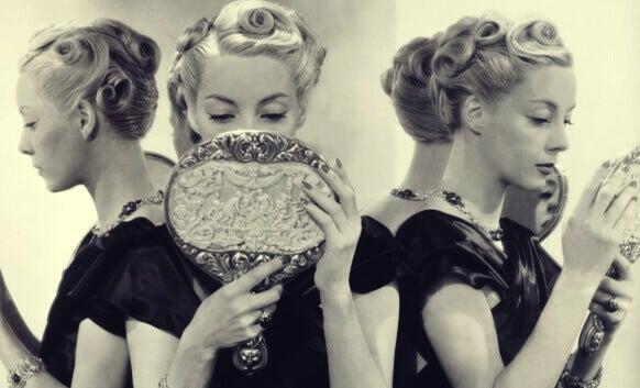 5 causas de narcisismo exagerado