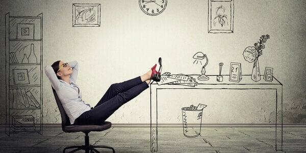 Mulher procrastinando