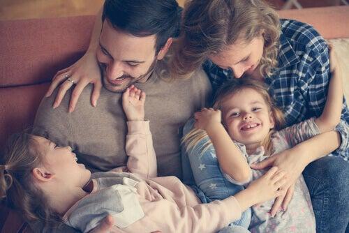 Pais com seus filhos