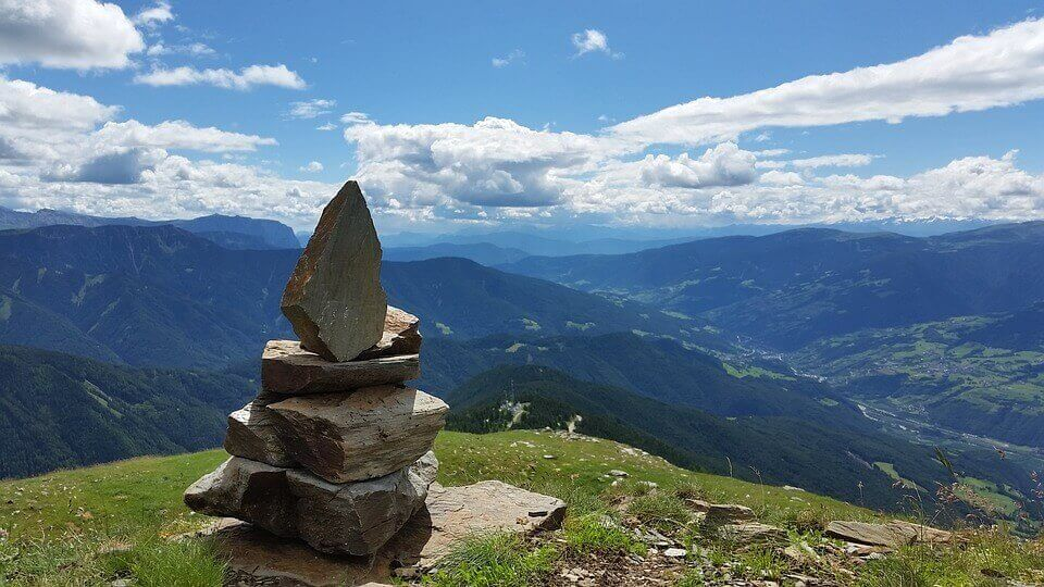 Pedras no topo de montanha
