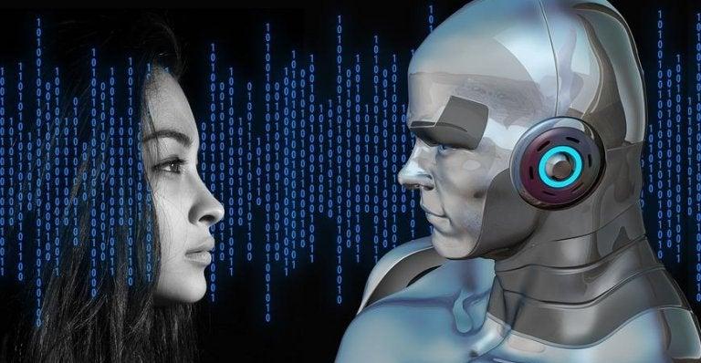 Mulher diante de robô