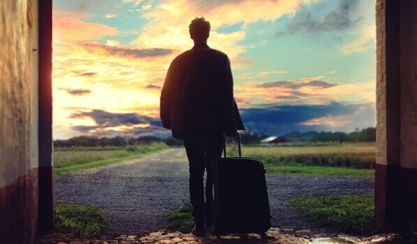 Homem viajando sozinho