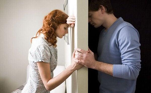 Casal tentando superar crise