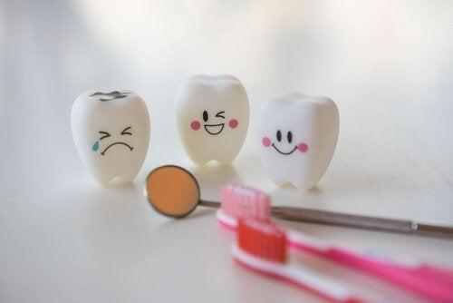 Dentes sorrindo e chorando