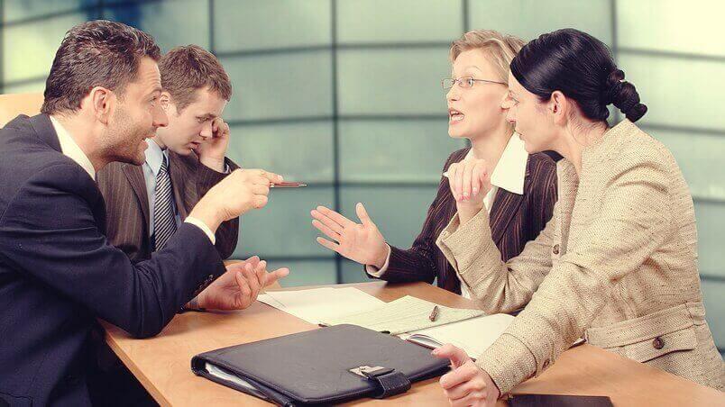 Grupo de trabalho negociando