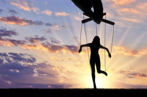 Técnicas de manipulação: ser amado ou ser odiado?