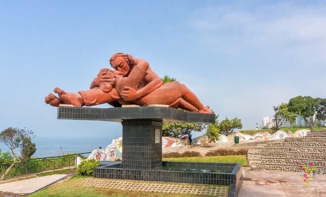O Beijo: Monumento em Lima, Peru
