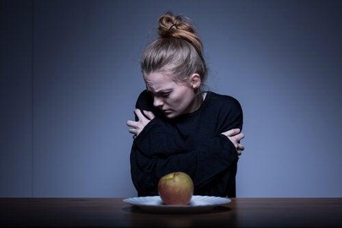 Mulher com distúrbio alimentar