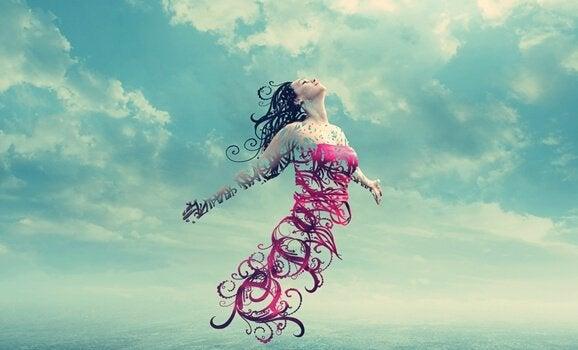 Mulher flutuando em direção ao céu