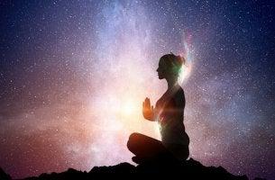 Despertar a luz que possuímos em nós segundo a sabedoria oriental