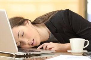 Narcolepsia: causas, sintomas e tratamento