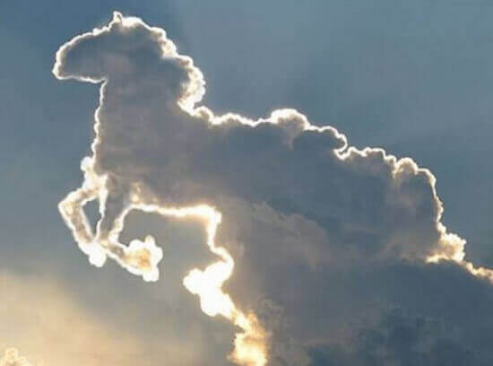 Nuvem em forma de cavalo