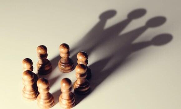 Tendências cognitivas que favorecem os poderosos