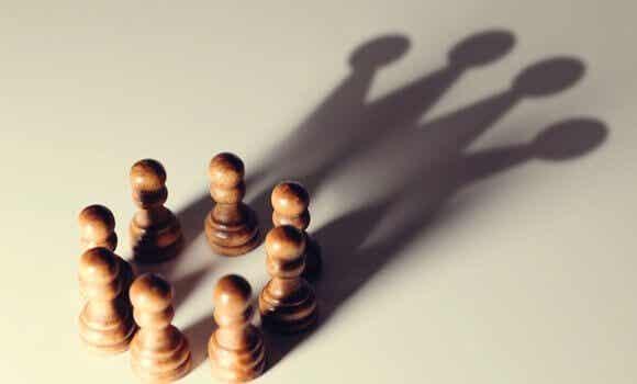 5 tendências cognitivas que favorecem os poderosos