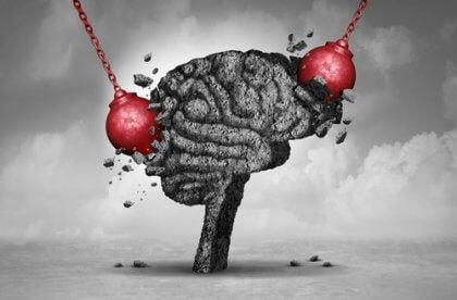 Bolas de ferro destruindo cérebro