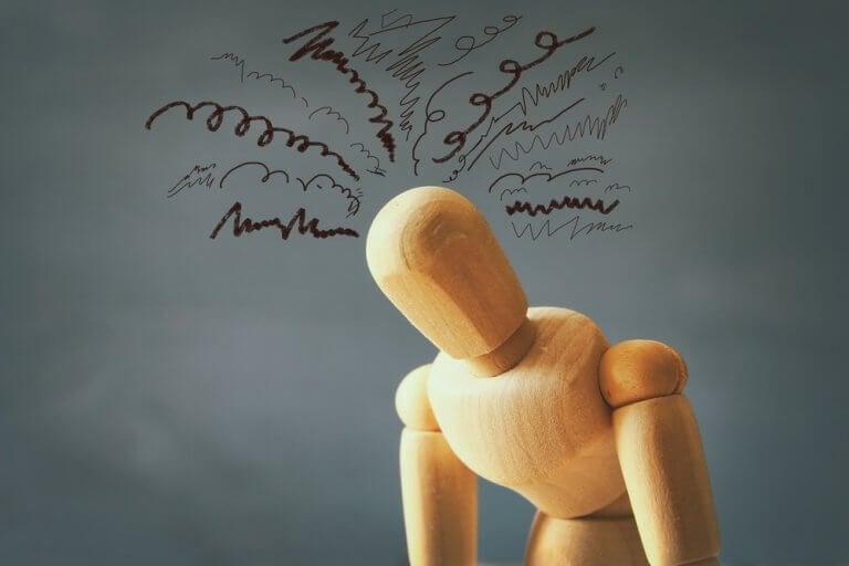 Boneco representando estresse no trabalho