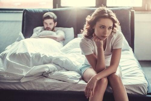 Casal com problemas na cama