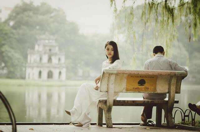 Casal tendo dificuldades