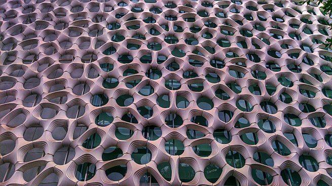 Padrão geométrico em prédio