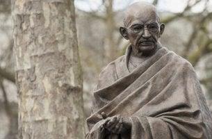 Os 7 pecados sociais de acordo com Gandhi